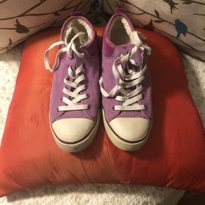 UGG Converse Sneakers - 9
